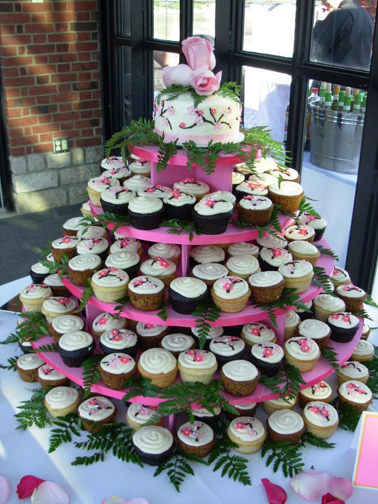 Wedding Cupcakes Modern wedding cupcake display Stunning wedding cupcakes