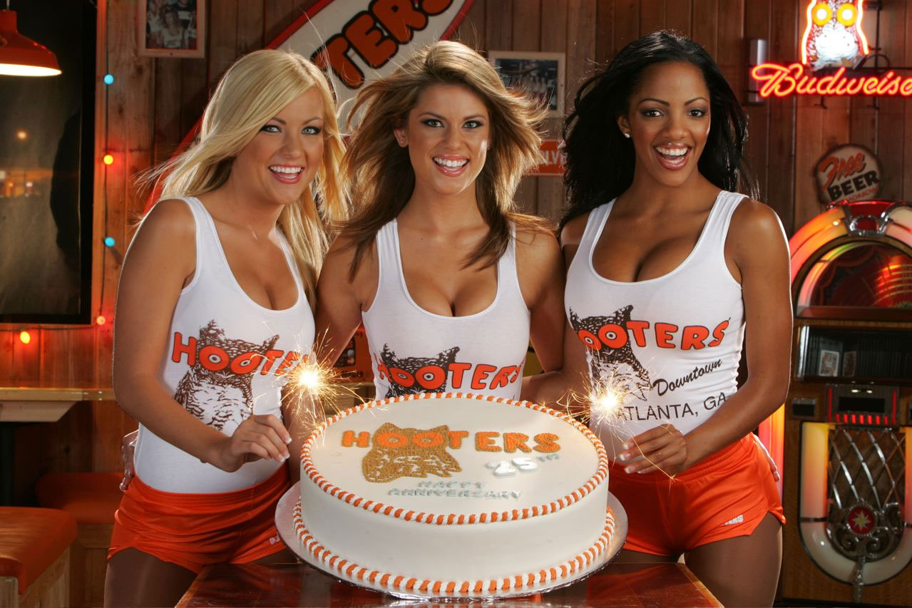 31482 hi HootersGirls Cake There are some excellent Hooters Girls pictures of this busty blonde babe ...