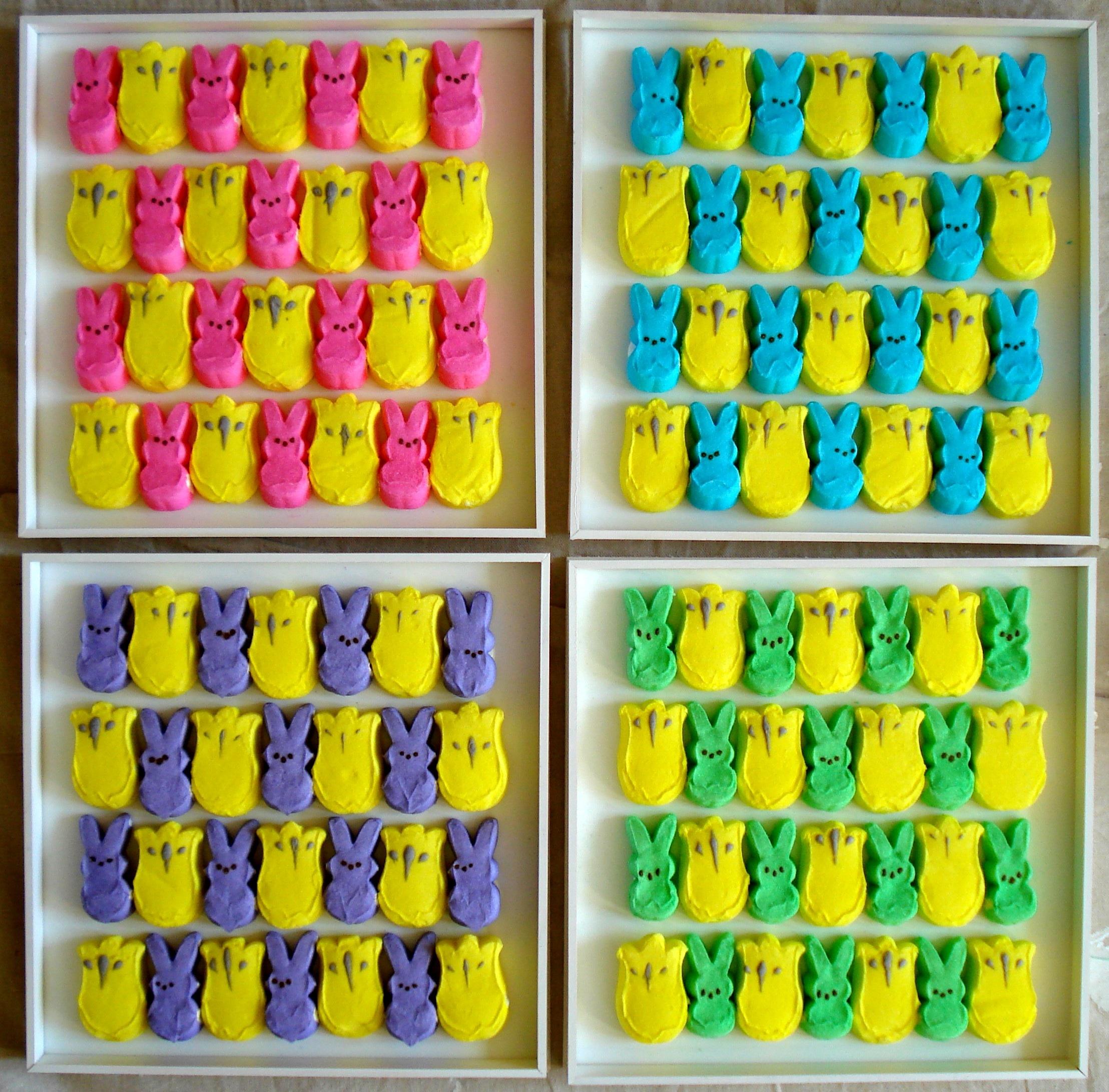 Компания пошла дальше и предлагает не только сладости, но и различные сопутствующие товары: игрушки, брелоки...